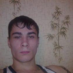 Симпатичный парень пригласит в гости девушку из Омска
