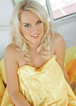 Сексуальна блондинка в поиске разврата, ищет себе страстного мужчину в Омске