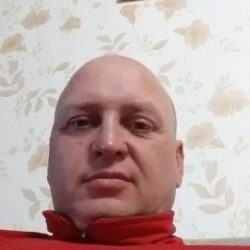 Молодой парень ищет девушку для одной или постоянных встреч в Омске